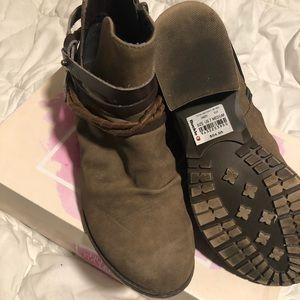Buckle booties